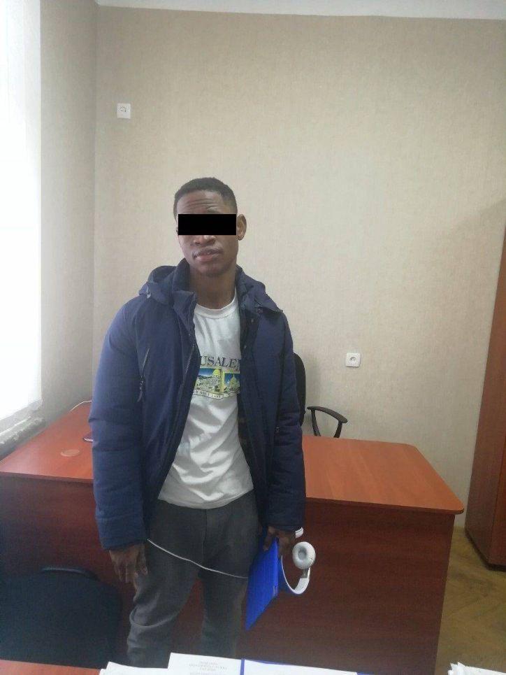 На Кіровоградщині іноземець планував навчатись, а став неврегульованим мігрантом