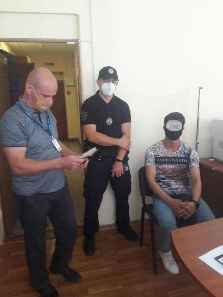 З Ужгорода примусово повернуть на батьківщину незаконного мігранта