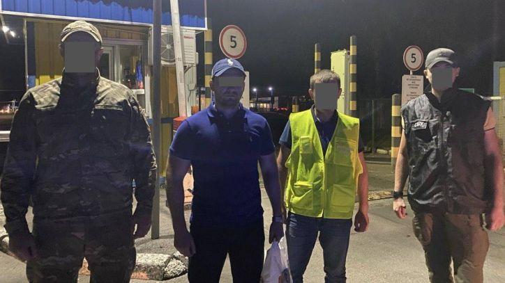 Львівські міграційники примусово повернули в країну походження злочинця