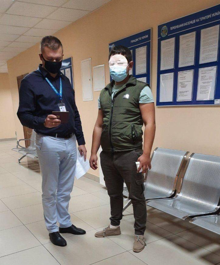У Новоселиці примусово повернуть громадянку Молдови, у Чернівцях двох її співвітчизників оштрафовано